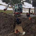 Rohrverlegungsarbeiten Bernhards Alpstall