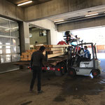 Material verladen für Renovierung Schneefang Straßenbereich Platte, Tannberg
