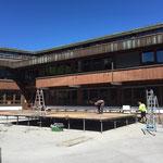 Schulplatzbühne abbauen