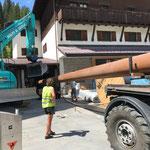 Übrige Rohre von Kabelbrücke Gemeindezentrumsbaustelle verladen...