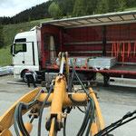 Steinplatten abladen für Baustelle Waldbad