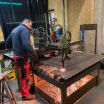 Brennarbeiten für Neukonstruktion Wegebau in der Schlosserei