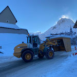 Baustelle Gemeindezentrum saisontauglich gestalten, Buswartehäuschen stellen