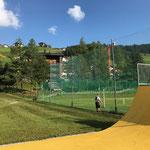 Netze ausmähen Fußballplatz