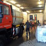 Fahrzeugreinigung in der Waschhalle, U400 und Holder Kehrmaschine
