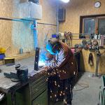Wehrgitter sanieren Auffangbecken Kracherbach, Vorbereitungen in der Schlosserei