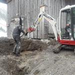 Tagwasserleitungsarbeiten Bernhards Alpstall, notwendig durch letztjährige Wegumlegung nordseitig des Gebäudes