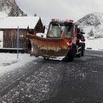 Schneeräum- und Streudienst Ortsgebiet und Zugertal Mautstraße (Foto Alpe Formarin)