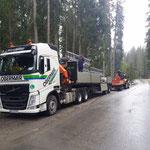 Anlieferung Kinderbecken neu, Transportarbeiten mit Steyr 6190 und Plattformhänger