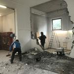Umbau Feuerwehrhaus, Abrissarbeiten in der Halle...