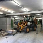 Betonblöcke nach Schneidarbeiten für GZL in Tiefgarage Anger entfernen