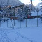 Kompensationsarbeit für Arlberg Classic Car: Abbau Tennisgitter Hotel Arlberg