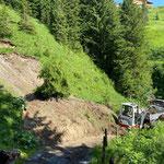 TB 216 und Lindner Unitrac, Weg freimachen Mure Burgwaldweg