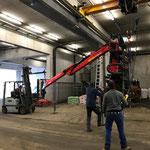 Traktorkran umstellen in der Bauhofhalle