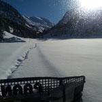 Paana bei der Präparation Winterwanderweg Zürs-Lech