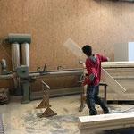 Spazierwegbänke-Produktion in der Tischlerei