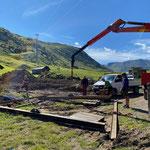 Hüttenabbau und Versetzung vorbereiten, Skiweltcup Zürs. Trägerrahmen einrichten