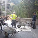 Mithilfe bei Betonierarbeiten Liftschacht Feuerwehrhaus