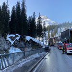 Mithilfe bei den Aufräumarbeiten rund um den Brand des Heizwerk Lech