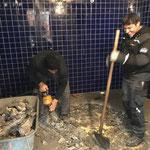 """Waldbad: letzte Schremmarbeiten WC - Altbestand. Mehr Fotos vom Neubau Waldbad unter """"Gemeindeprojekte"""""""