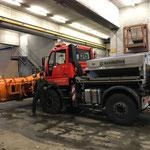...und Unimog 400 für Winterdienst vorbereiten