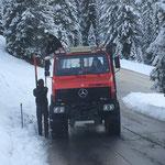 Schneestangen stellen mit U1600 in Oberlech