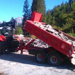 Abrissarbeiten Waldbad Lech, Abladen der Waschbetonplatten