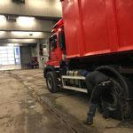 Unimog 530 für Schneeräumung vorbereiten