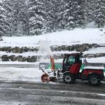 Holder, Parkplatzräumung am Bauhof