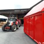 ... Container stellen mit Traktor