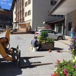 Blumenpflege bei der Postgarage