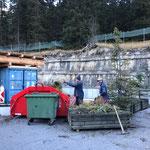 Restliche Blumentröge entleeren am Bauhof