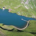Projekt Türen: Blick auf den Zürsersee, mit Steg Grüner Ring