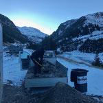 Neujahr-Aufräumarbeiten: Müll-Schnee-Splitt-Gemisch abladen am Bauhof