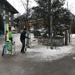 Ortsverschönerung und Müll machen beim Dorfbrunnen