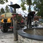 Dorfbrunnen reinigen