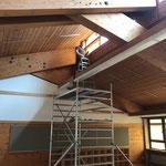 Sanierung Schule, Holzflächen streichen