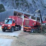 Holzkranarbeiten und Hackschnitzeltransporte beim Heizwerk Zug