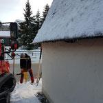 Schneestangen setzen bei der Tannbergkapelle