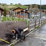 Hülsen betonieren Zaunverlängerung Spielplatz sport.park.lech