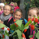 Stolze Blumenmädchen