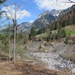 Talwanderung zurück zum Camping