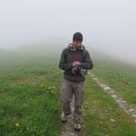 Start der Wanderung im Nebel: Letzter Wettercheck!