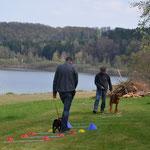 Dayoli und Harry bei der Bodenarbeit