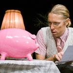 """""""Herr Hermann und Edith, das hungrige Sparschwein"""" (Eigenproduktion, Regie: Martina Schnell, Foto: P. Litvai)"""