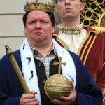 """""""Ludwig IV. - Ein echter König geht nicht unter"""" (Kabarett auf Schloss Herrenchiemsee, Regie: Martina Schnell, Foto: A. Berger)"""