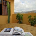 Planen über den Dächern von Huaraz