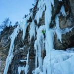 Eisklettern. Foto: D. Göldi