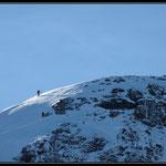 Deux skieurs sur la crête