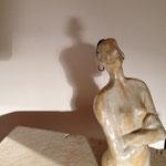 Frau mit Ohrring  Steinzeug  21 cm